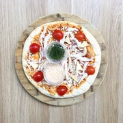 Napoli sauce, mozarella, red onion, camembert, dill, chipotle mayonnaise, cherry tomatoes